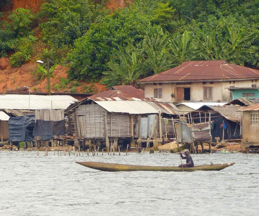 Reise in Elfenbeinküste, Pirogenfahrt