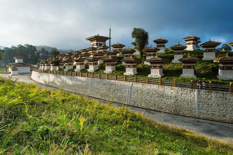 Reise in Bhutan, Indien & Bhutan: Teefelder und Maskentänze