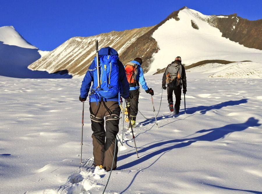 Reise in Indien, Traumhafte Morgenstimmung auf dem Gletscher Richtung Dzo Jongo