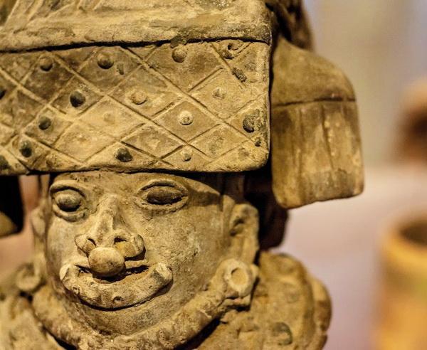 Reise in Kolumbien, Antike Statue in Bogota