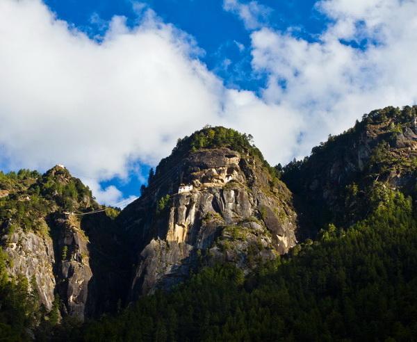 Reise in Indien, Bergige Landschaft in Bhutan