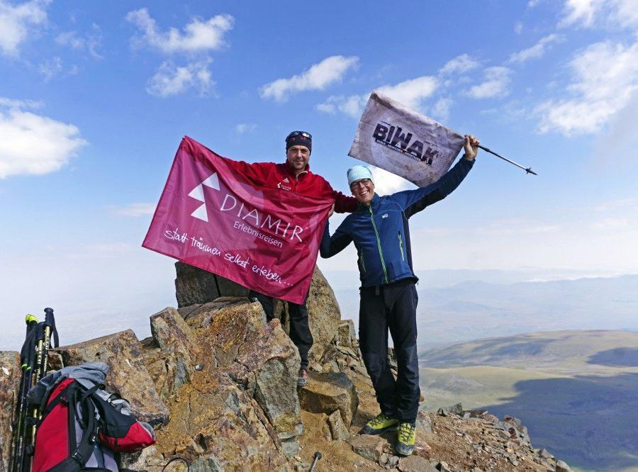 Reise in Armenien, Aufstieg zum Aragats