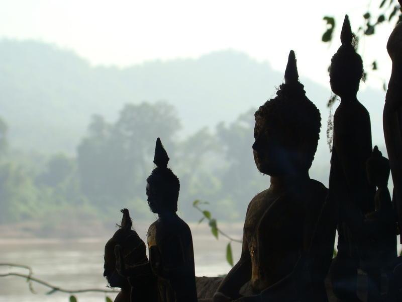 Reise in Laos, Blick von den Pak Ou Höhlen am Mekong in Laos
