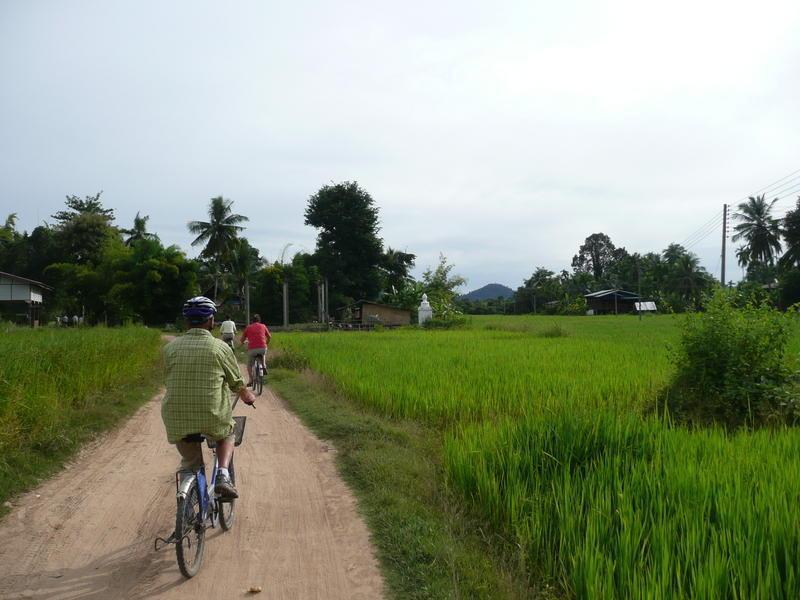 Reise in Laos, Radeln auf einer der Mekonginseln in Südlaos