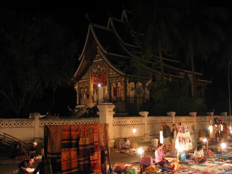 Reise in Laos, Nachtmarkt in Luang Prabang