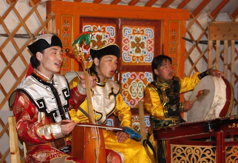 Reise in Mongolei, Traditionelle Musik in Karakorum_Copyright Kurt Wrissenberg