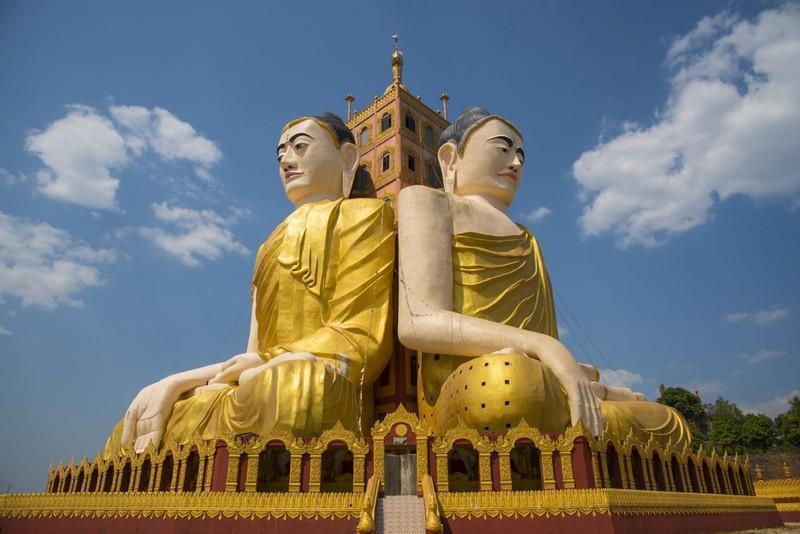 """Reise in Myanmar, Riesige Buddha-Statuen auf dem """"Bananenberg"""" in Ye"""