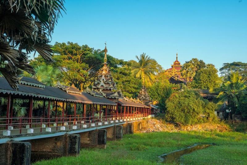 Reise in Myanmar, Erkundungen in Bago