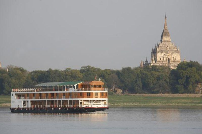 Reise in Myanmar, Während der Tageskreuzfaht auf dem Irrawaddy lassen wir das Leben gemächlich an uns vorbei ziehen.
