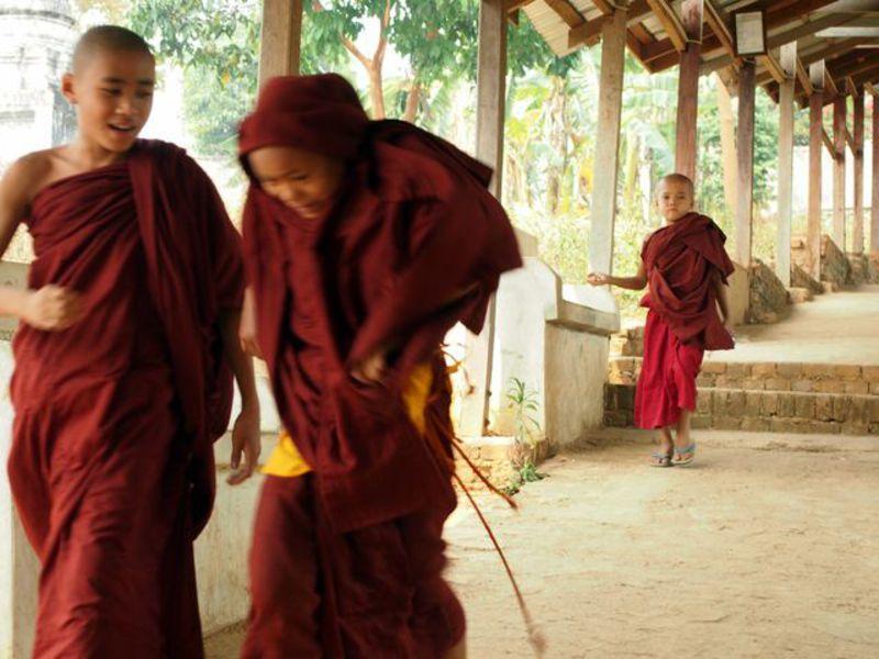 Reise in Myanmar, Myanmar: Buddhismus pur - junge Moenche