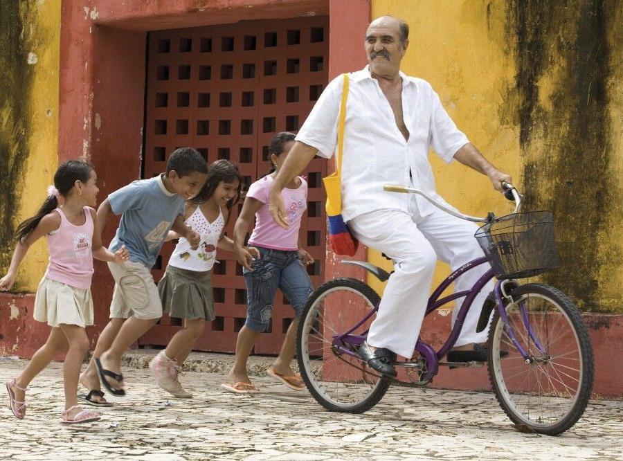 Reise in Kolumbien, Domino spielende Einheimische