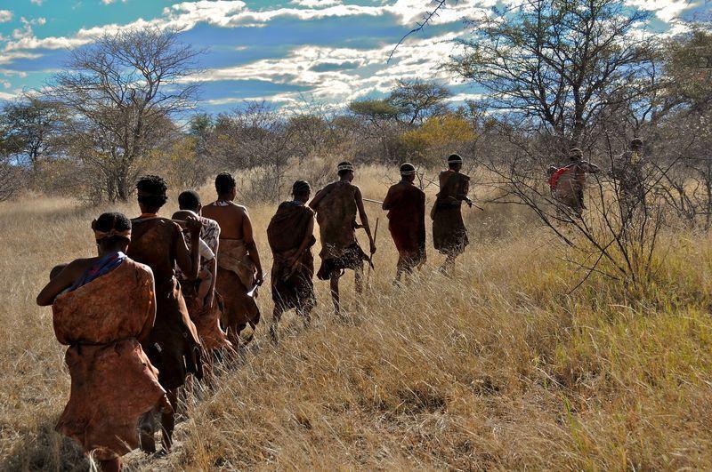 Reise in Namibia, Zu Besuch beim ältesten Volk der Menschheit