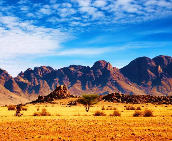 Reise in Namibia, Felsen in der namibischen Wüste