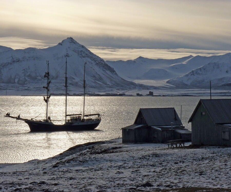 Reise in Arktis, Die kleine Antigua erreicht auch sehr flache Ufer