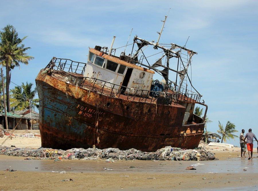 Reise in Mosambik, Schiffsfriedhof in Beira