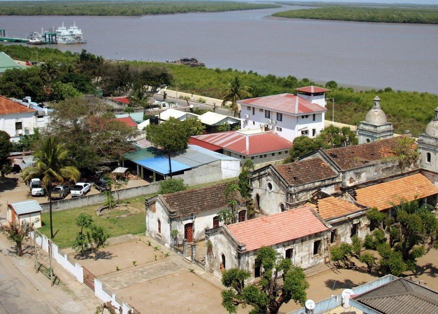 "Reise in Mosambik, Blick auf die ""Igreja de Nossa Senhora do Livramento"" und den CuaCua-Fluss in Quelimane"