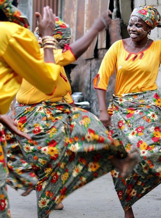 Reise in Mosambik, Tufo-Tänzerinnen in Mafalala, Maputo