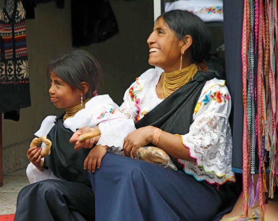 Reise in Ecuador, Mutter und Tochter in Otavalo