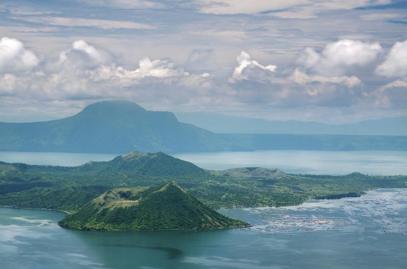 Reise in Philippinen, Vulkan auf dem Kratersee Taal