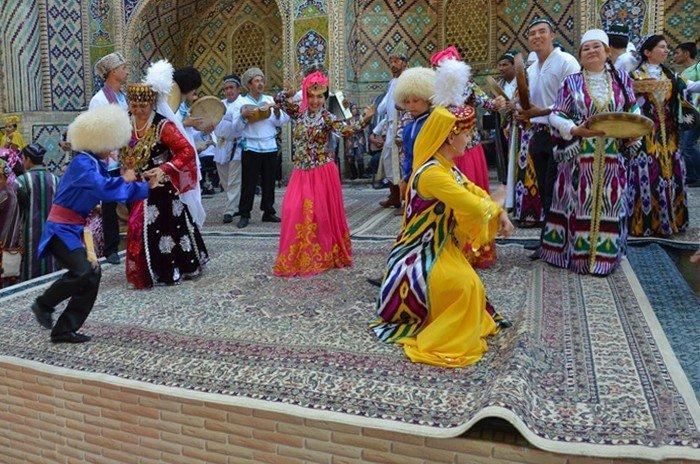 Reise in Usbekistan, traditionelle Tanzdarbietungen zum Silk & Spice Festival in Buchara