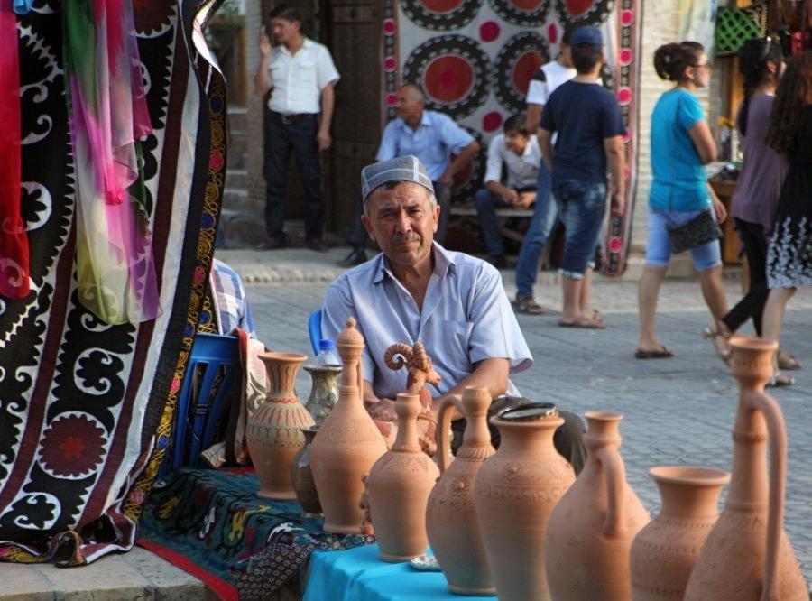 Reise in Usbekistan, Händler aus Nah und Fern strömen zum Silk & Spice Festival nach Buchara