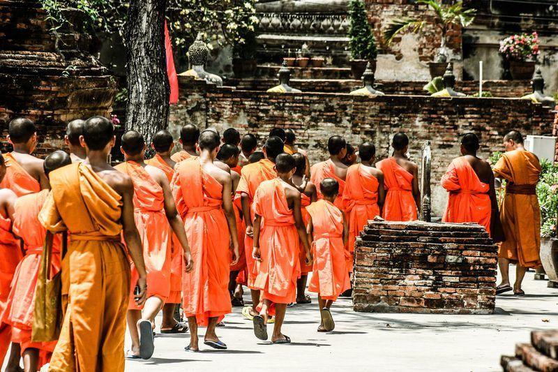 Reise in Sri Lanka, Zusammen mit vielen Pilgern und buddhistischen Mönchen steigen wir hinauf zum Mihintale-Kloster auf dem Berg Missaka