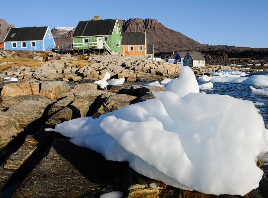 Reise in Grönland, Kleine Eisberge, angespült vom Meer