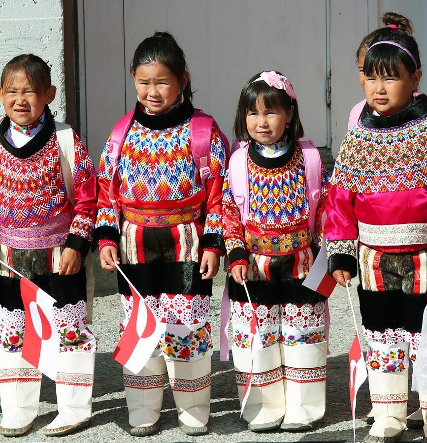 Reise in Grönland, Inuit-Mädchen in Tracht
