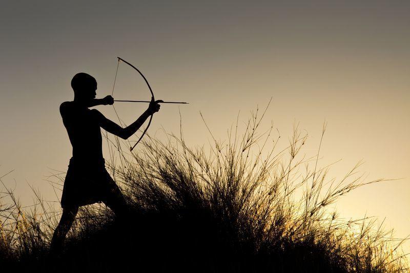 Reise in Tansania, Mit Pfeil und Bogen unterwegs in Tansania