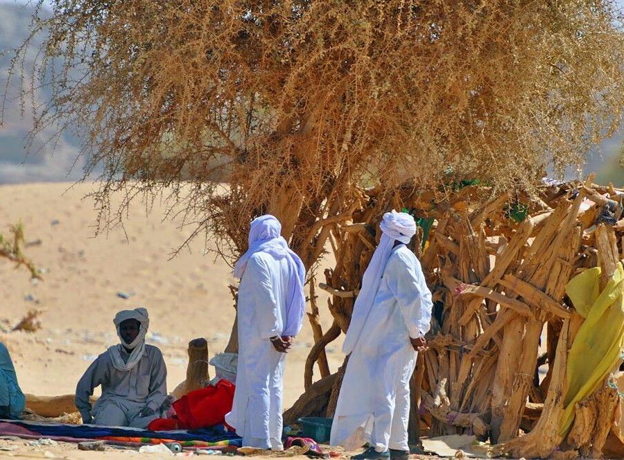 Reise in Tschad, Männer bei der Mittagsrast