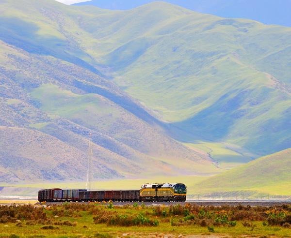 Reise in China, Die Tibet Bahn bei ihrer Fahrt durch die Berge
