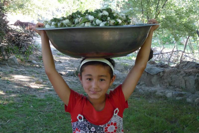 Reise in Usbekistan, Mädchen im Dorf bei Nurata