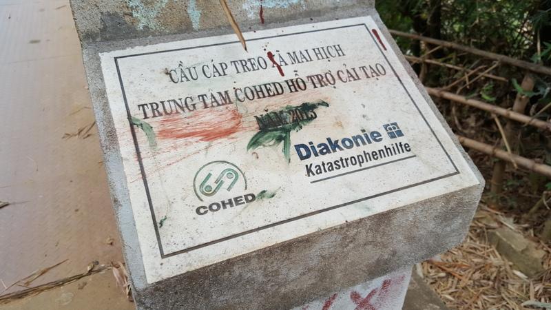 Reise in Vietnam, Gedenkstein im Minderheitendorf Mai Hich