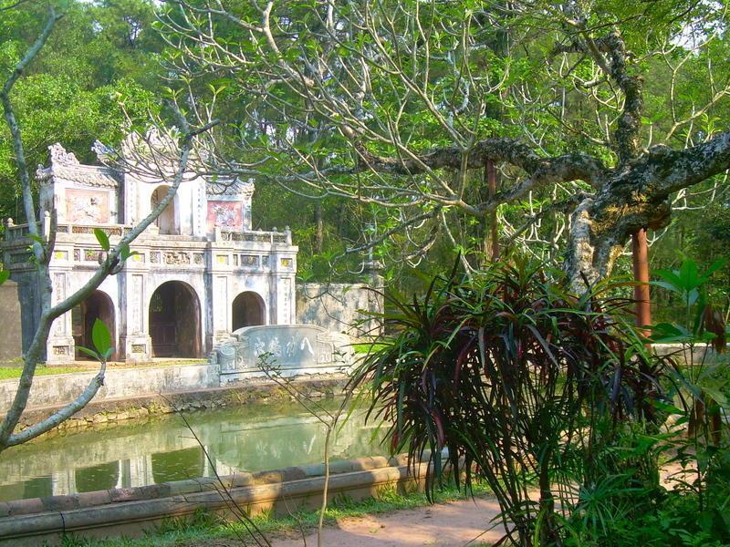 Reise in Vietnam, Vietnam: Kaisergräber um Hue