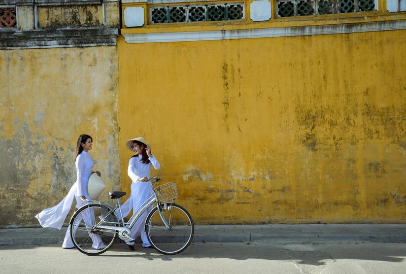 Reise in Vietnam, Mädchen im Ao Dai