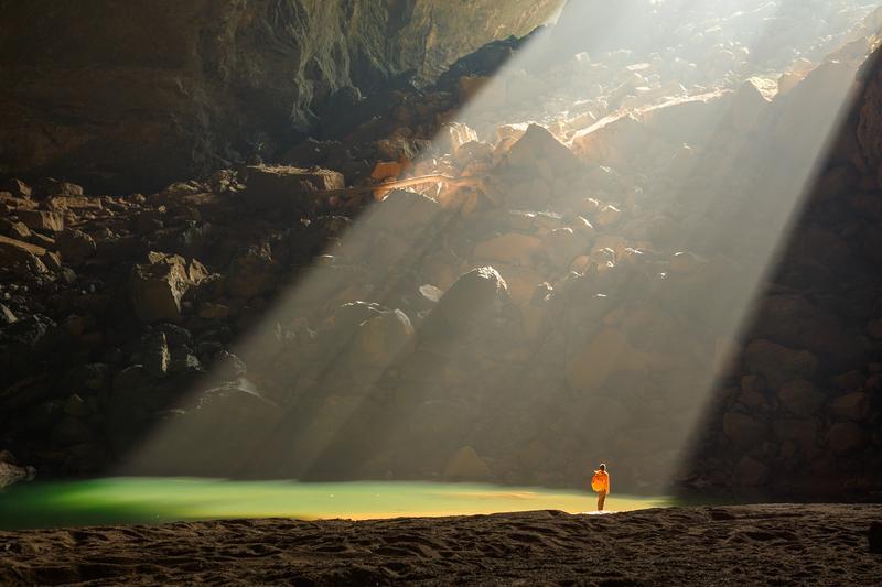 Reise in Vietnam, Vietnam-Nach einer Wanderung durch die Natur des Nationalparks erkunden wir die E-Höhle und die Dark Höhle