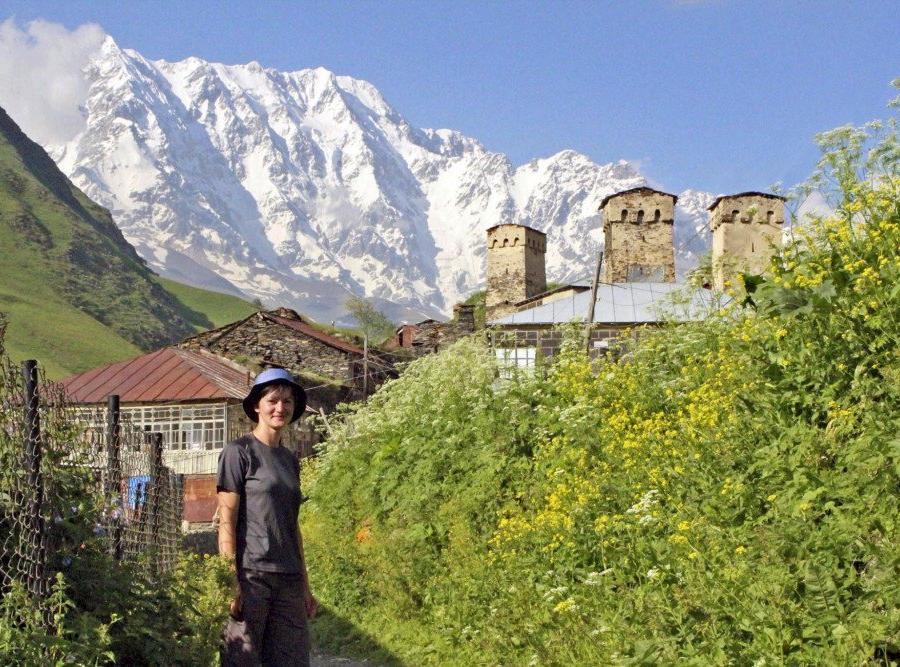 Reise in Armenien, Wehrtürme in Mestia bei Nacht