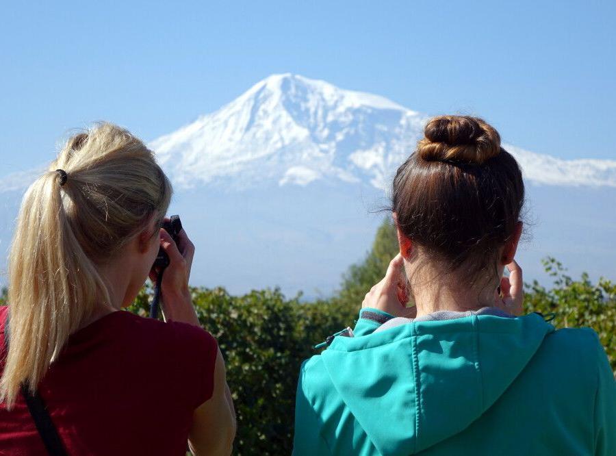 Reise in Armenien, Junge am Samowar