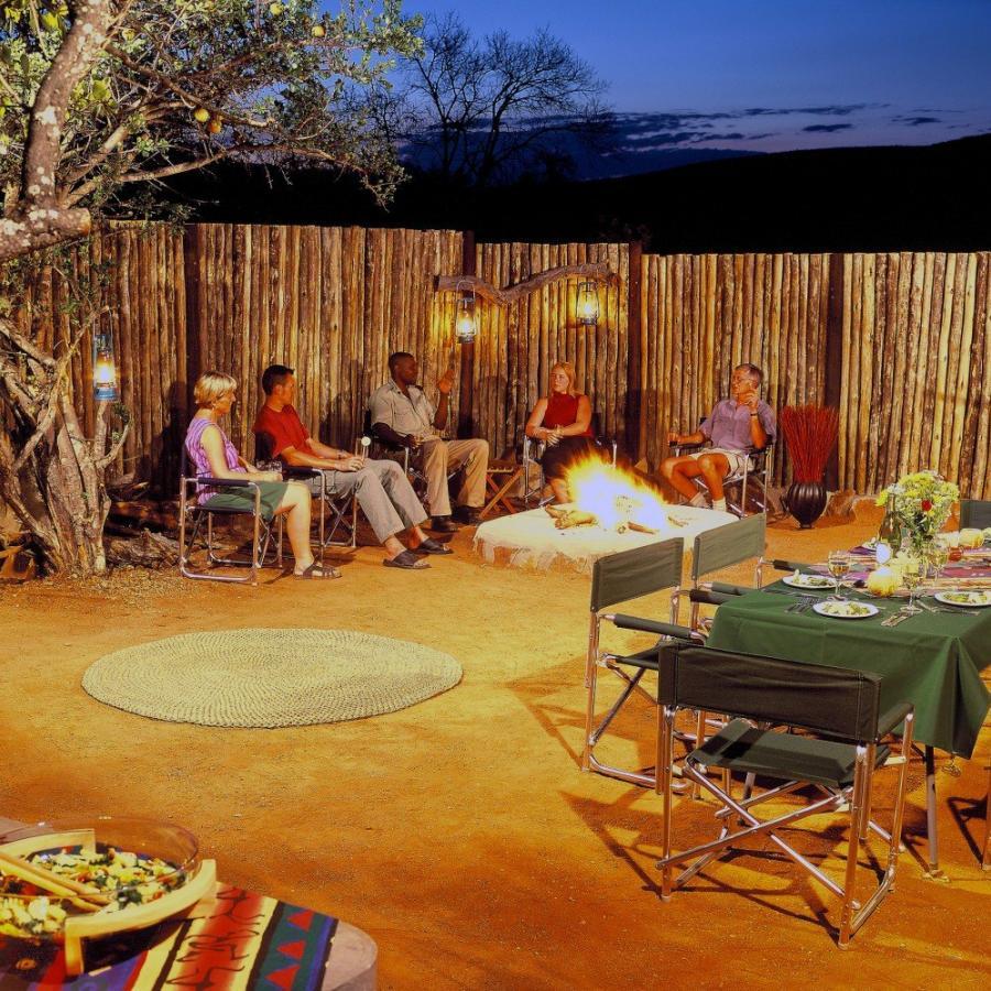 Reise in Südafrika, Lagerfeuer-Gemütlichkeit in der Iketla Lodge