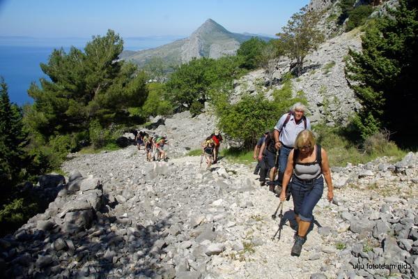 Reise in Kroatien, Wandern in Dalmatien - Kalkgebirge und Meerblick