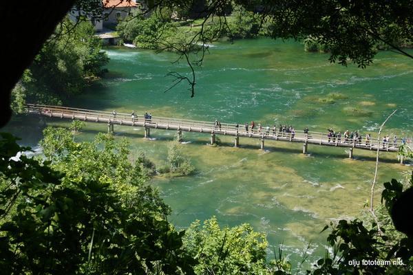 Reise in Kroatien, Fußgängerbrücke an den Krka-Wasserfällen