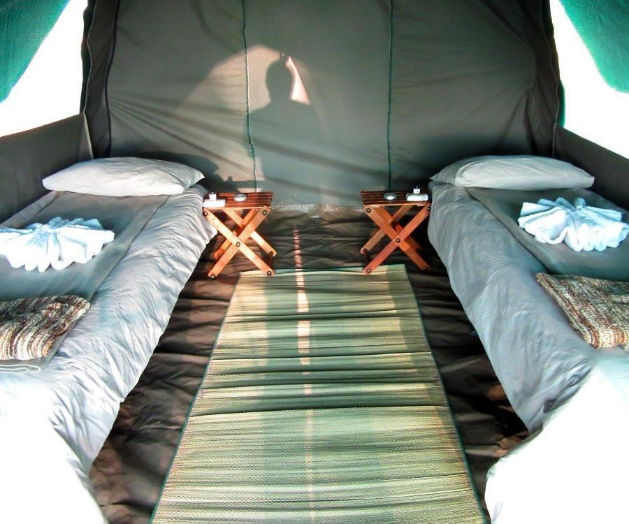 Reise in Botswana, Zeltcamp im Savuti, mit Betten ausgestattet
