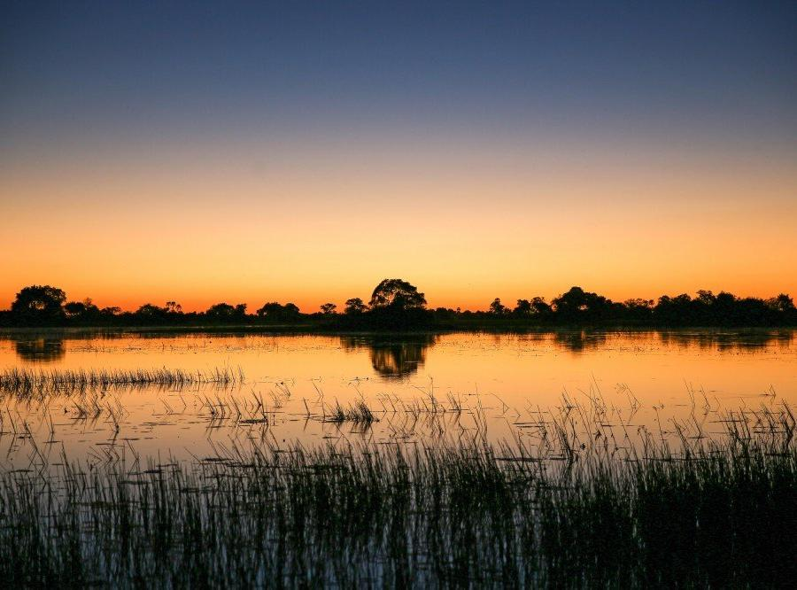 Reise in Botswana, Sonnenuntergang im Okavango-Delta